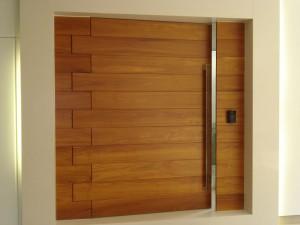 Portas de madeira cumaru
