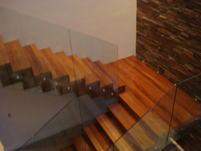 escada-de-madeira-alto-padrão